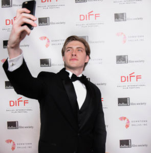 Michael Seitz (BOMB CITY) takes a selfie on the red carpet (Photo by Arthur Lefebvre)