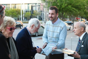 Robert Benton signing autographs for the fans (Photo by Russ Ansley)